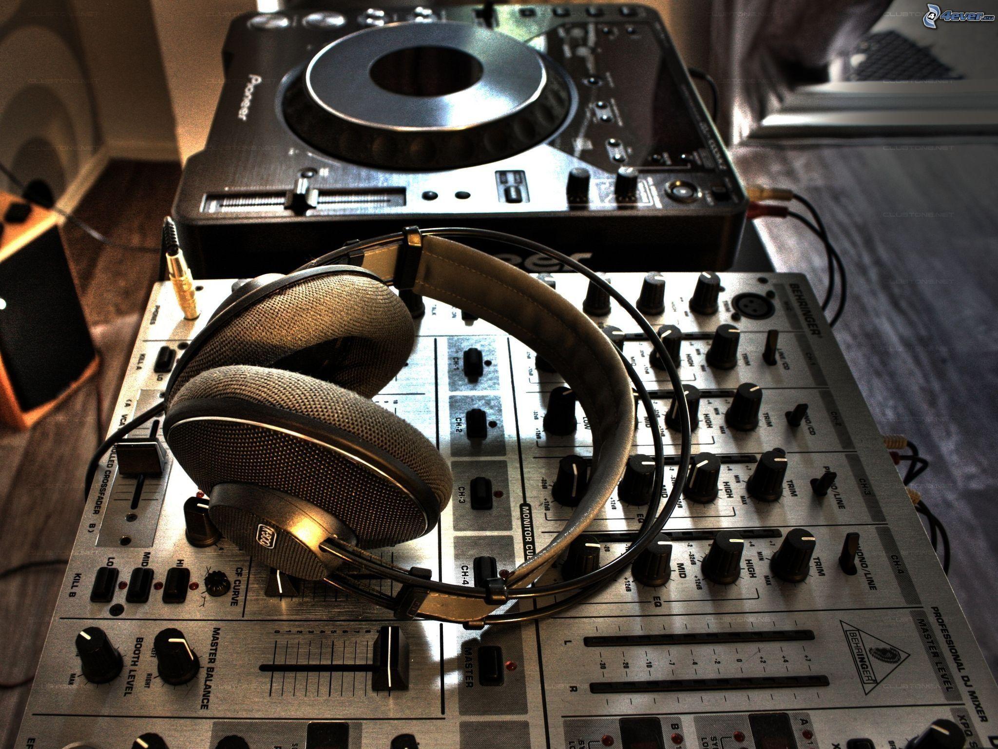 Download Dj Mixer Work 2048 X 2048 Wallpapers: DJ Console