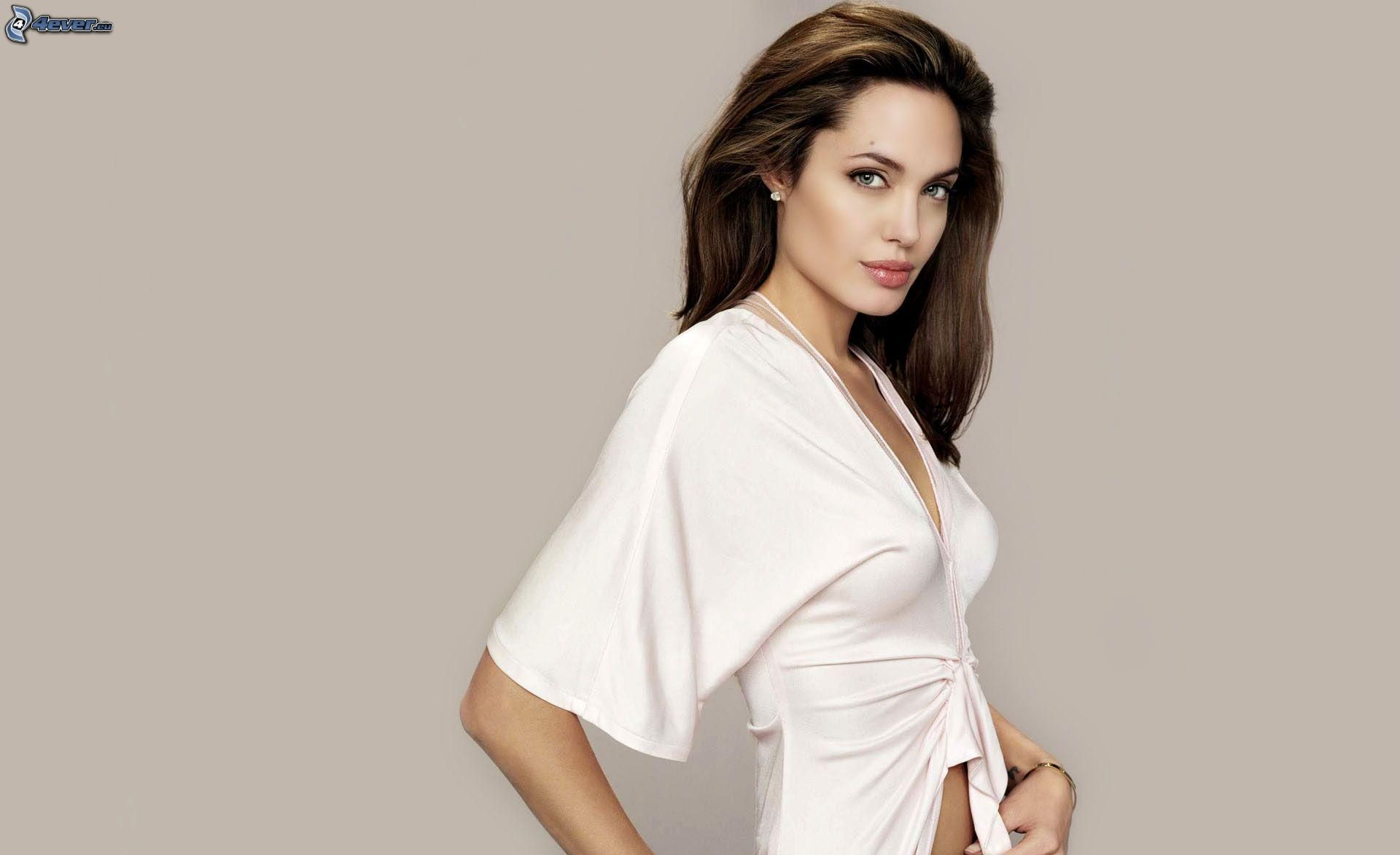 Angelina Jolie wears White (Shirt )