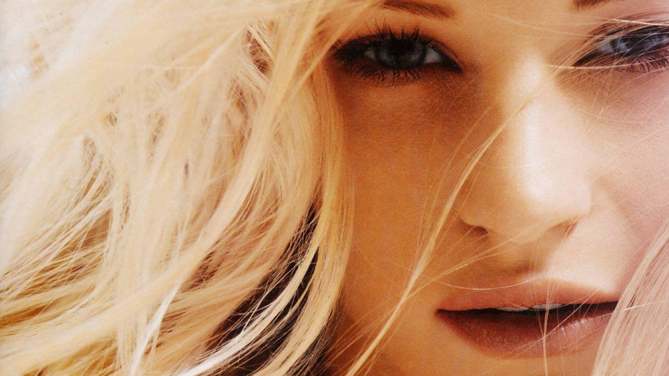 Emilie De Ravin Blonde